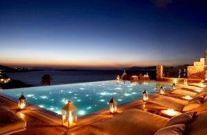 7-piscinas-de-hotel-que-son-mas-bonitas-de-noche-04